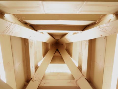 '500 chili più scotch', la nascita della torre di cartone di CasermArcheologica